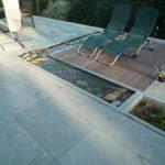 Terrassengestaltung mit Bachlauf aus Anröchter Grünsandstein