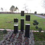 Schwarzer Granit mit Glas